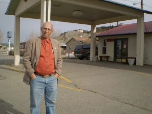 Howard at the motel entrance